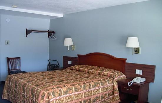 Economy Inn Willows - King Bed