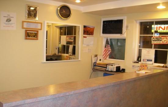 Economy Inn Willows - Front Desk
